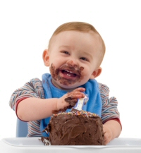birthday boy eating cake