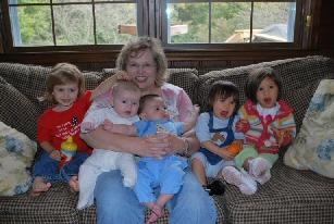 Mama Cat and 5 grandbabies